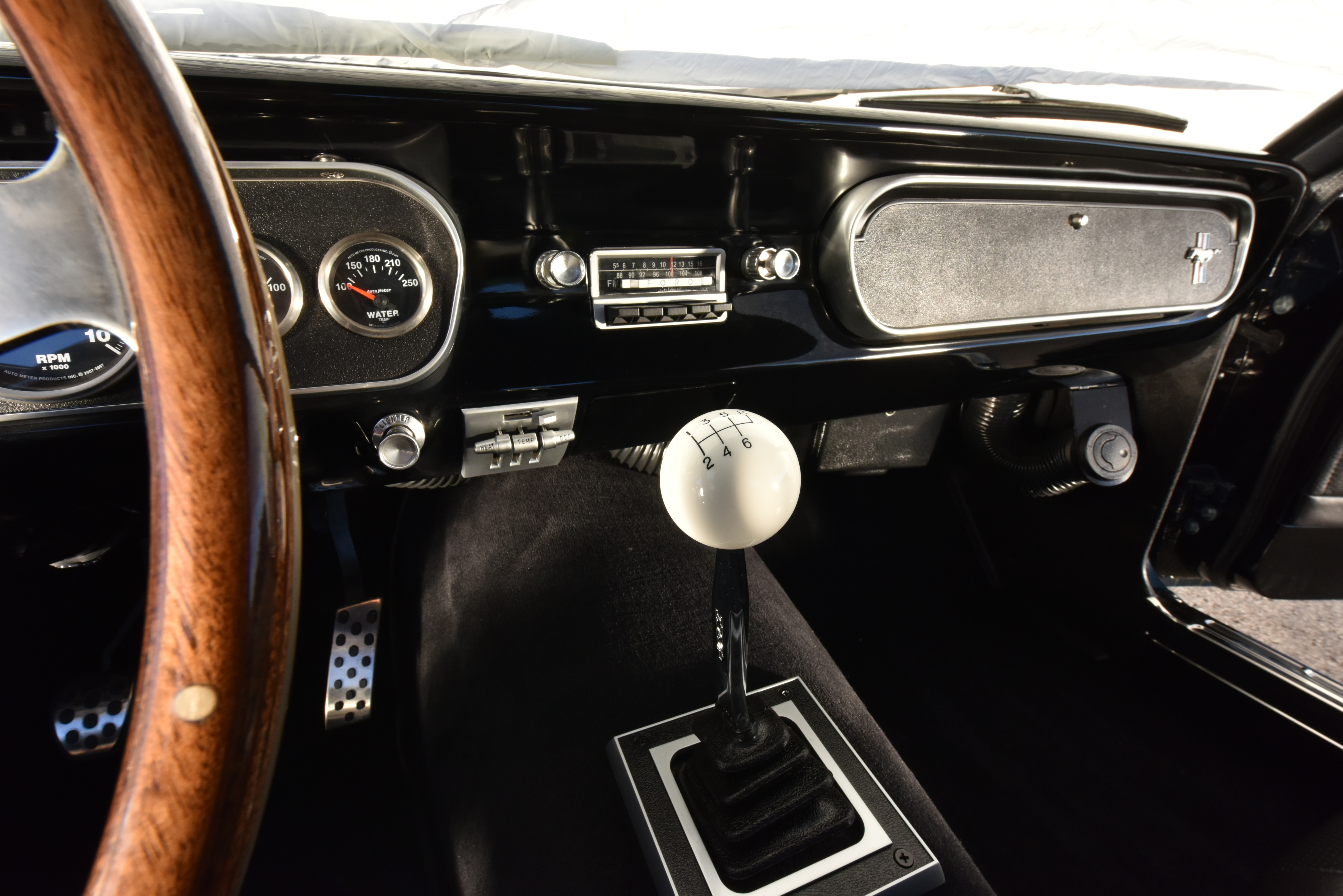 8 1965 Ford Mustang Dashboard