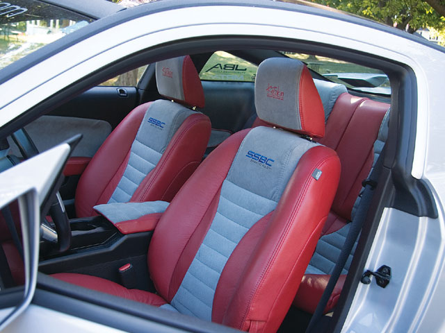 2005 Ford Mustang Svc Two Toned Seats
