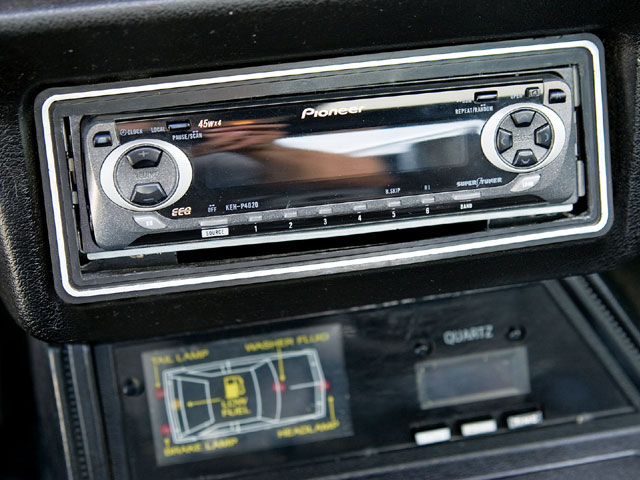 Mdmp 0809 07 Z 1983 Ford Mustang Gt Radio Deck
