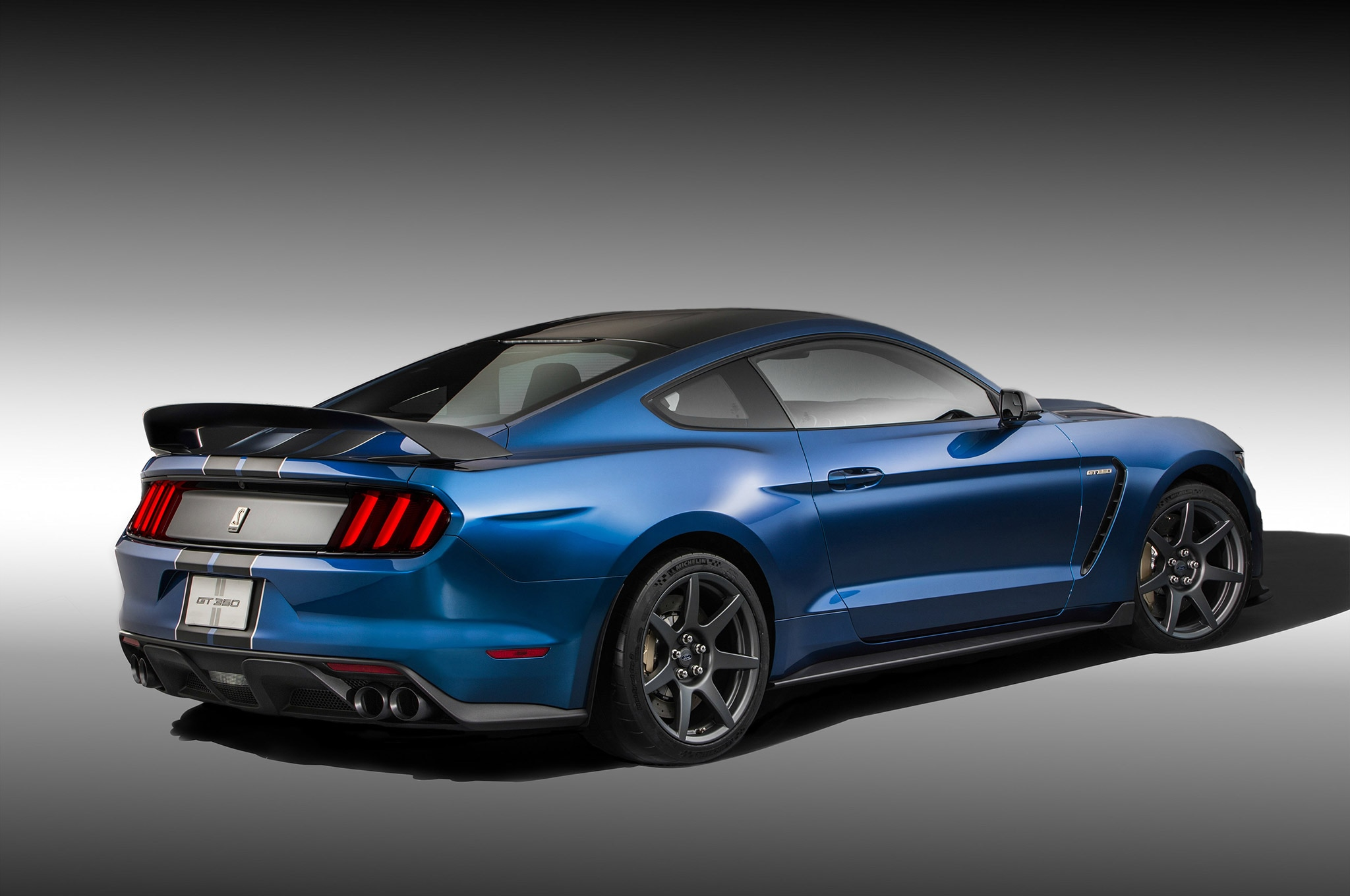 2015 Ford Shelby GT350R Mustang 4 Rear Three Quarter