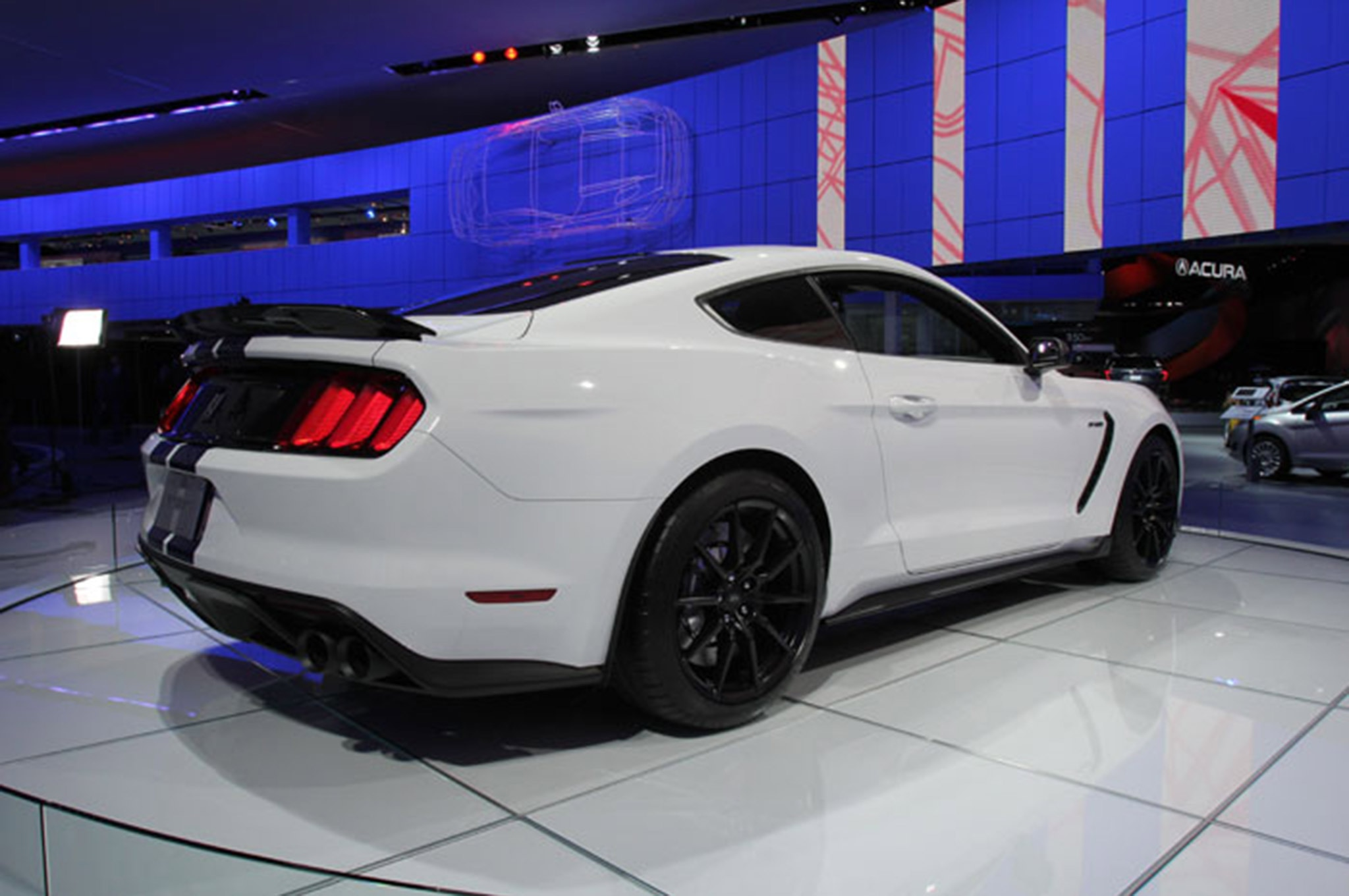 Ford Mustang Shelby Gt350 Vs Gt500 White Rear
