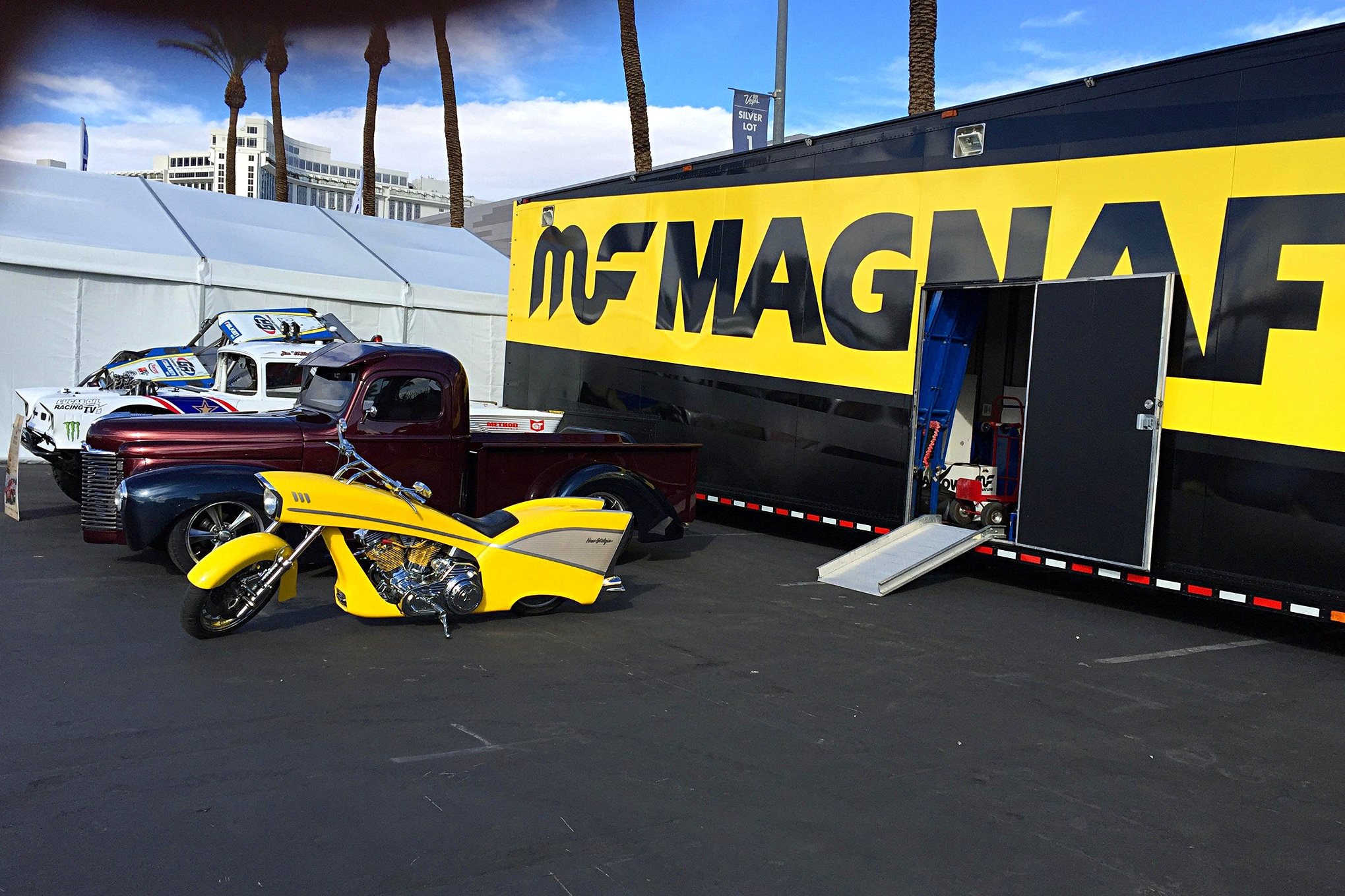 2016 Sema Show Sunday Load In Day 044