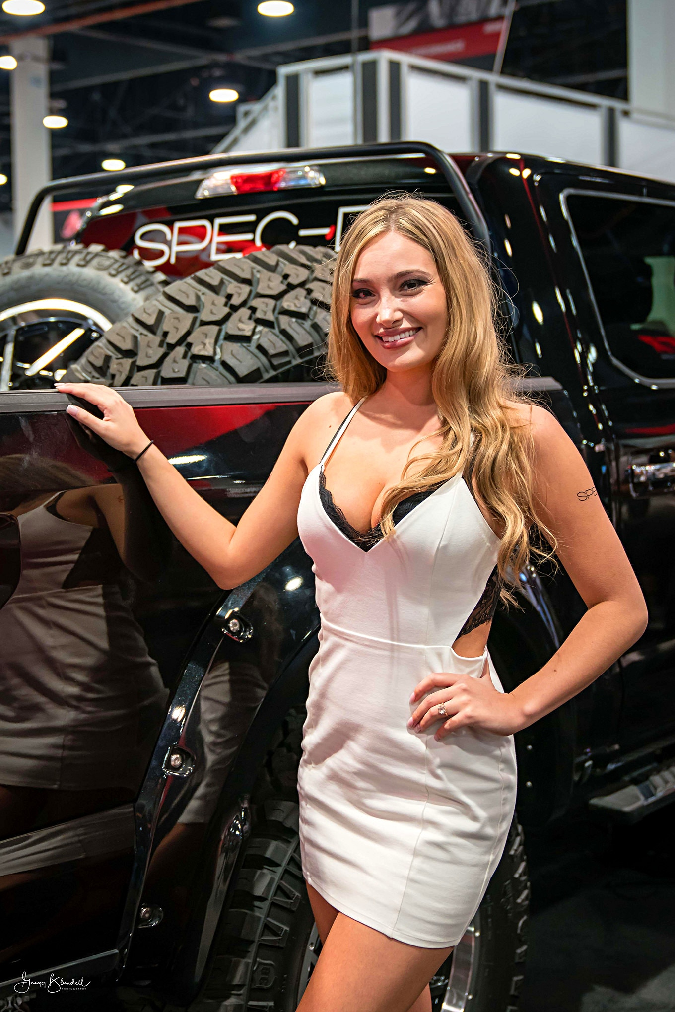 Sema 2016 Girls Booth Spokesperson 059