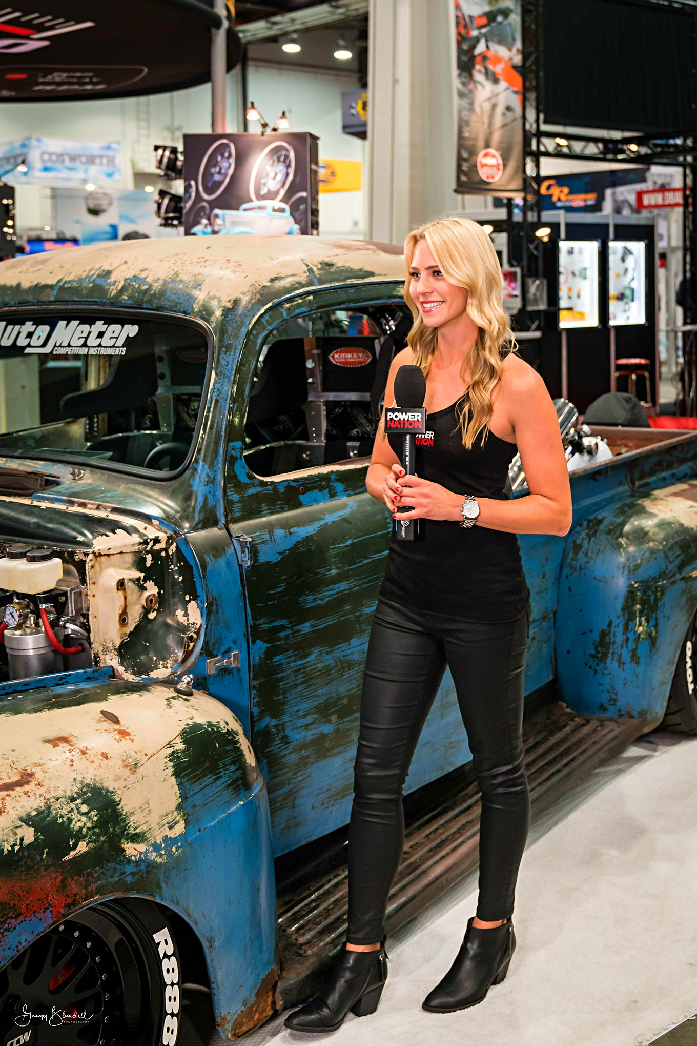 Sema 2016 Girls Booth Spokesperson 054