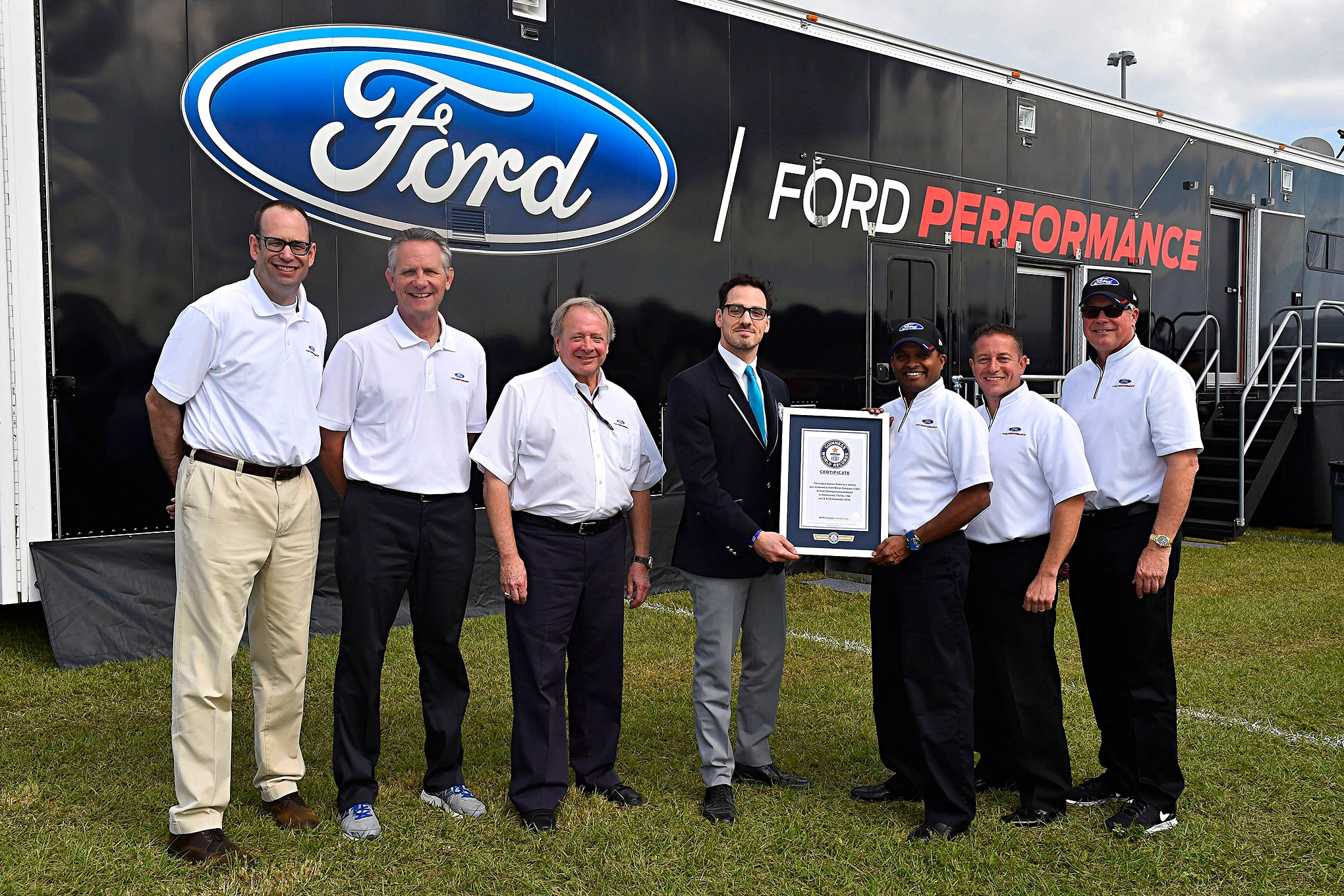 Ford F 450 Guinness Record Flag Pull Award