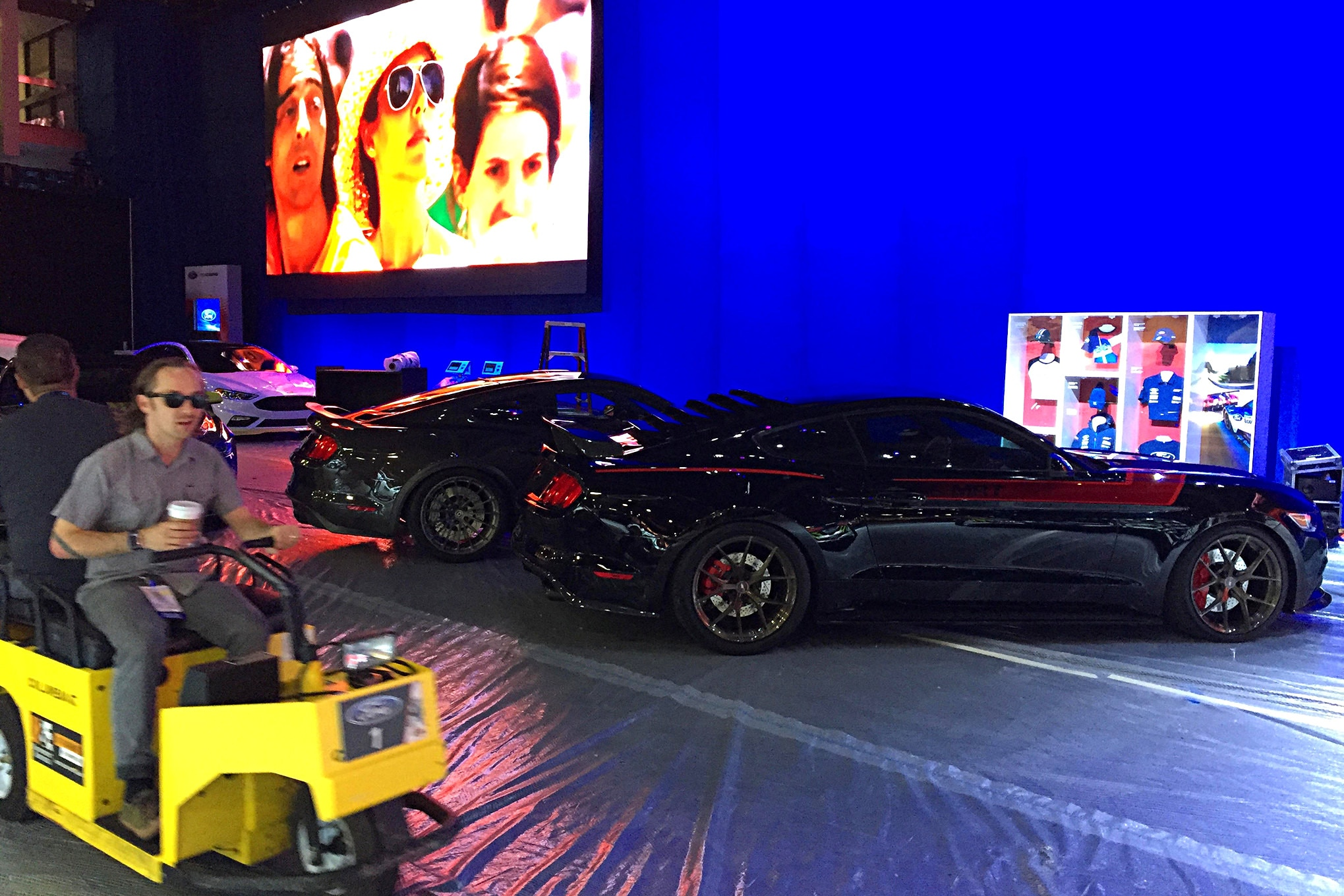 2016 Sema Show Sunday Load In Day 034