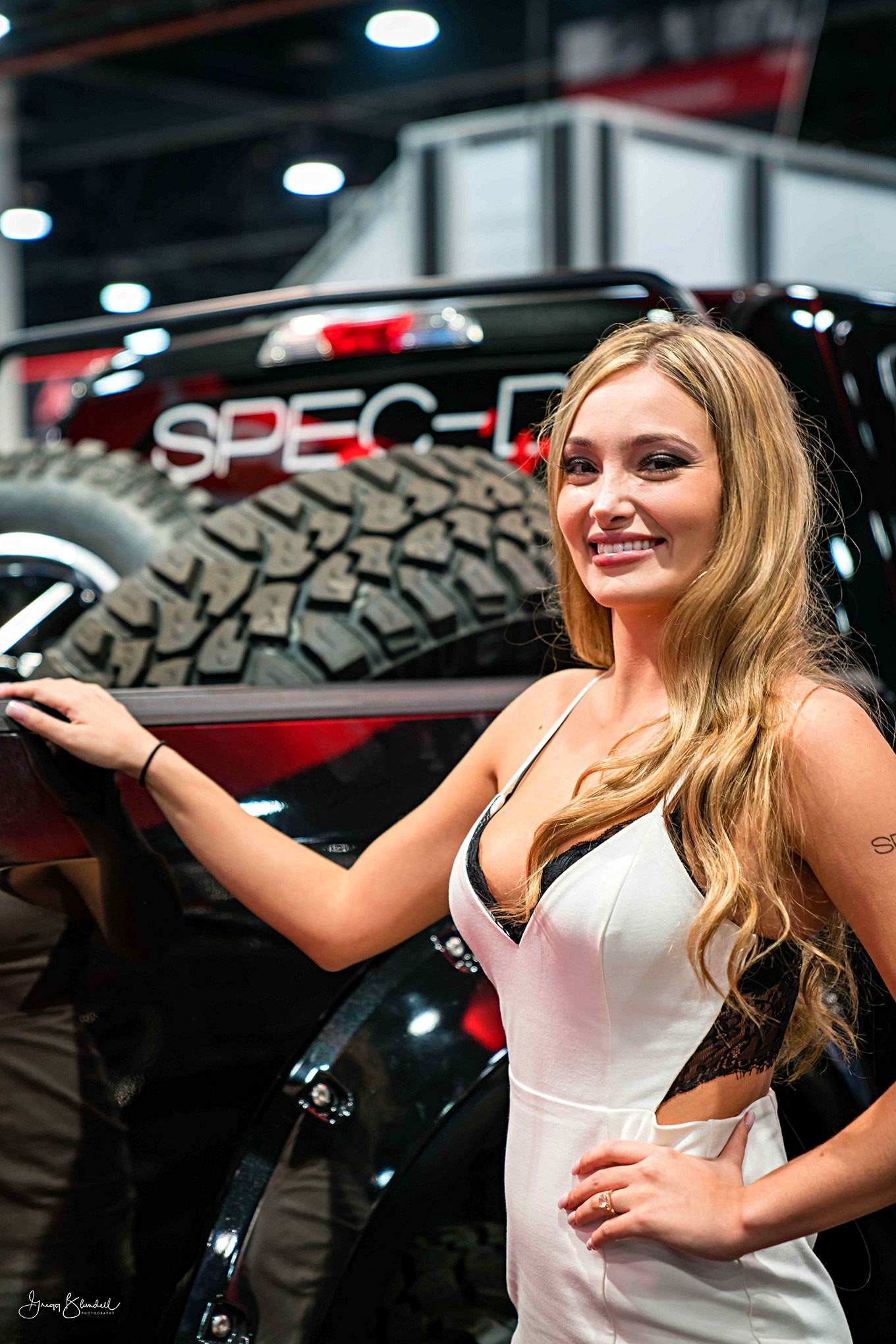 Sema 2016 Girls Booth Spokesperson 055