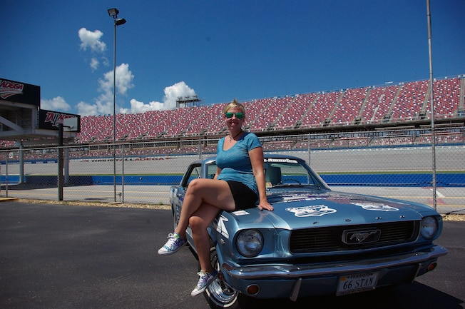 Mustang Girl Monday Taylor 01