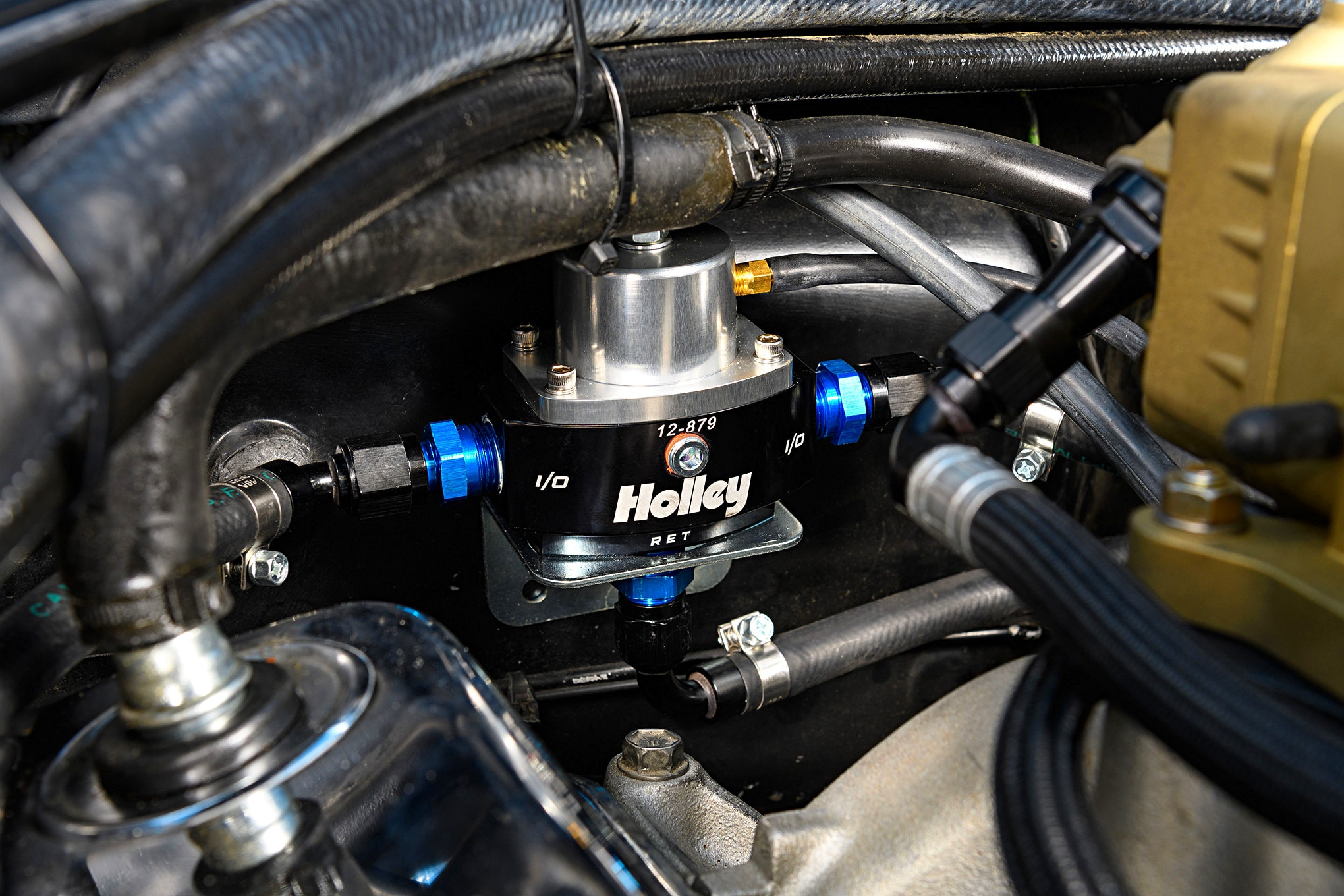 holley terminator stealth efi 25 easy bolt on fuel injection from holley on a 1967 mustang efi fuel line at metegol.co