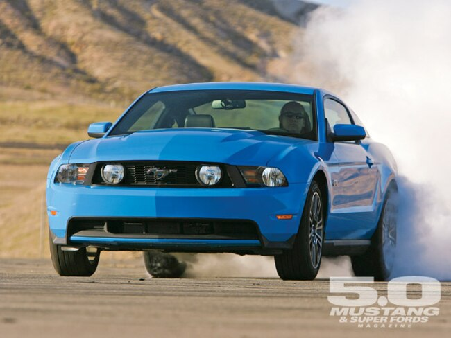 M5lp 0905 02 Z 2010 Ford Mustang GT Burnout
