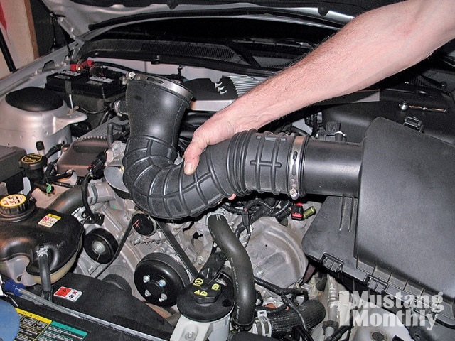 Mump 0903 20 Z 2006 Ford Mustang Engine Remove Air Intake Tube