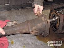 Mump_0903_08_z Ford_top_loader_transmission Remove_tailshaft