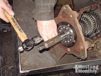 Mump_0903_10_z Ford_top_loader_transmission Cluster_gear_removal