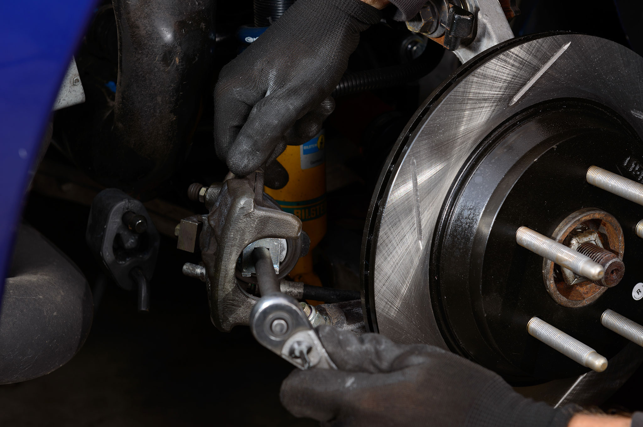 09 2003 Ford Mustang Cobra Screwing On Rear Piston With Brake Piston Tool