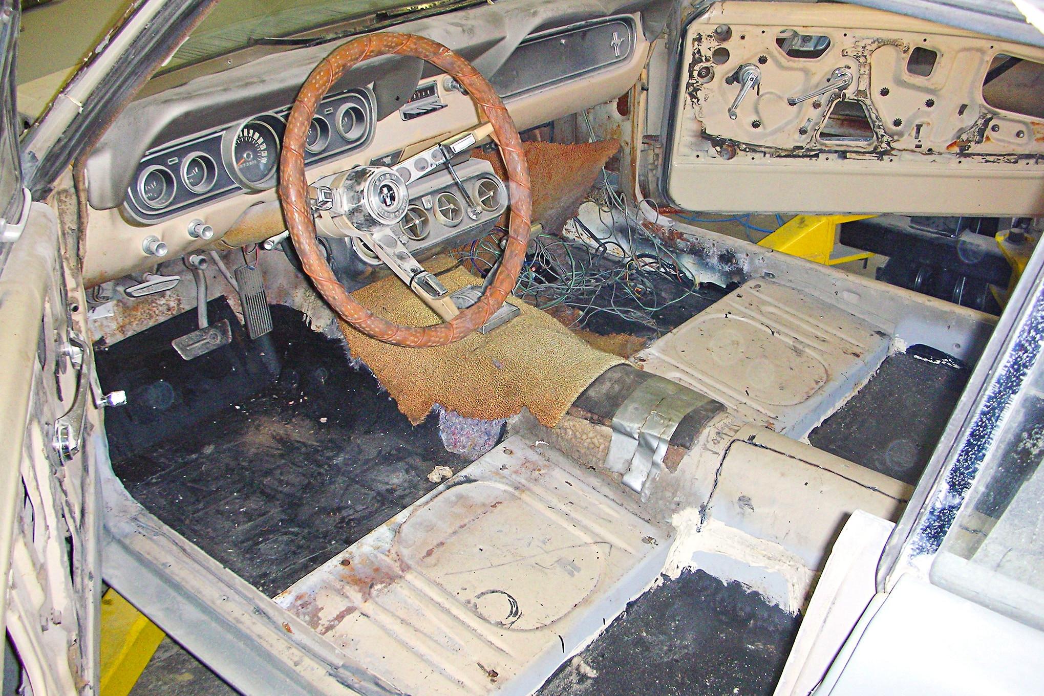 045 1966 Mustang Interior