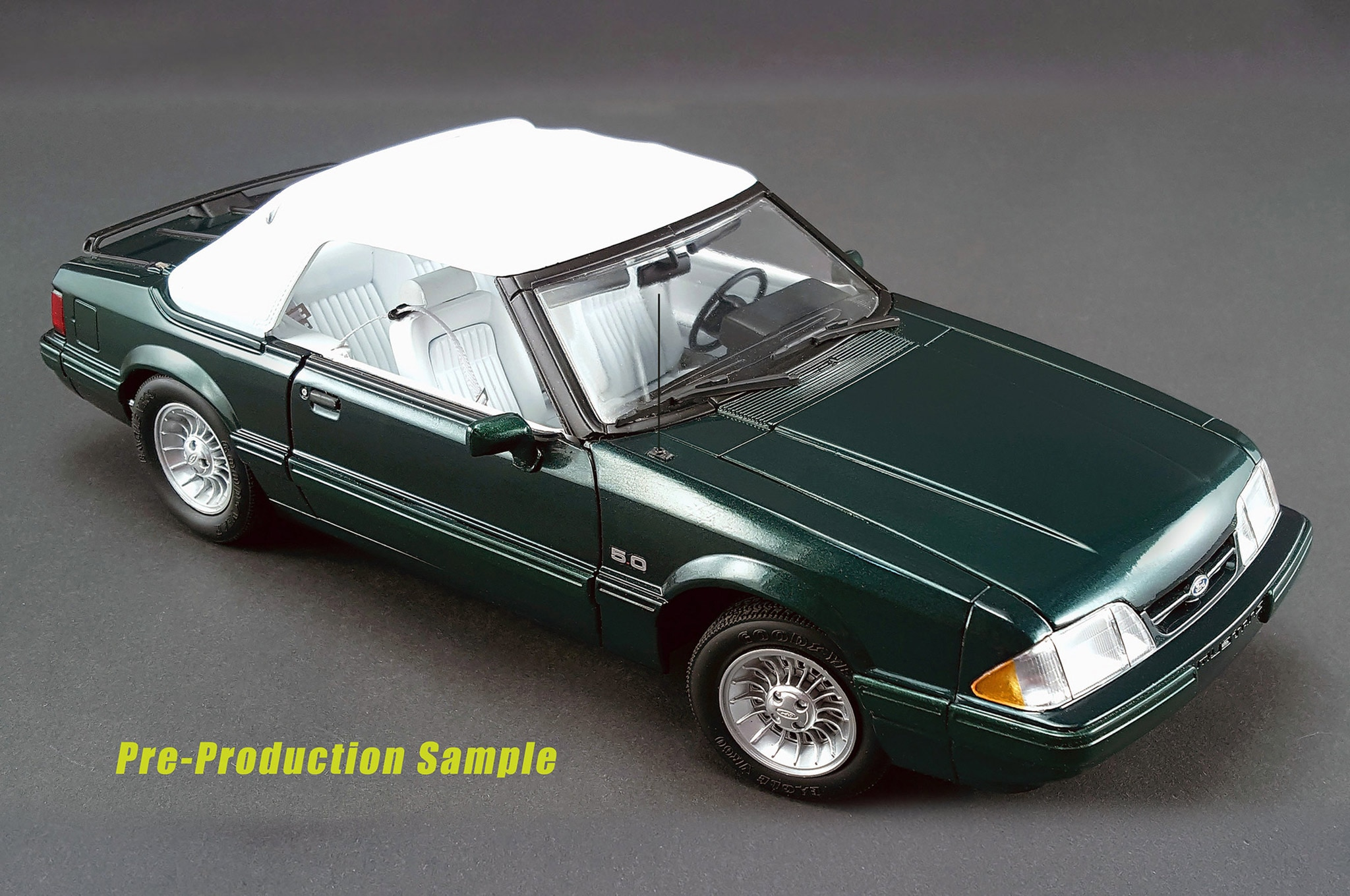 01 1990 limited edition 7 up mustang convertible top up photo
