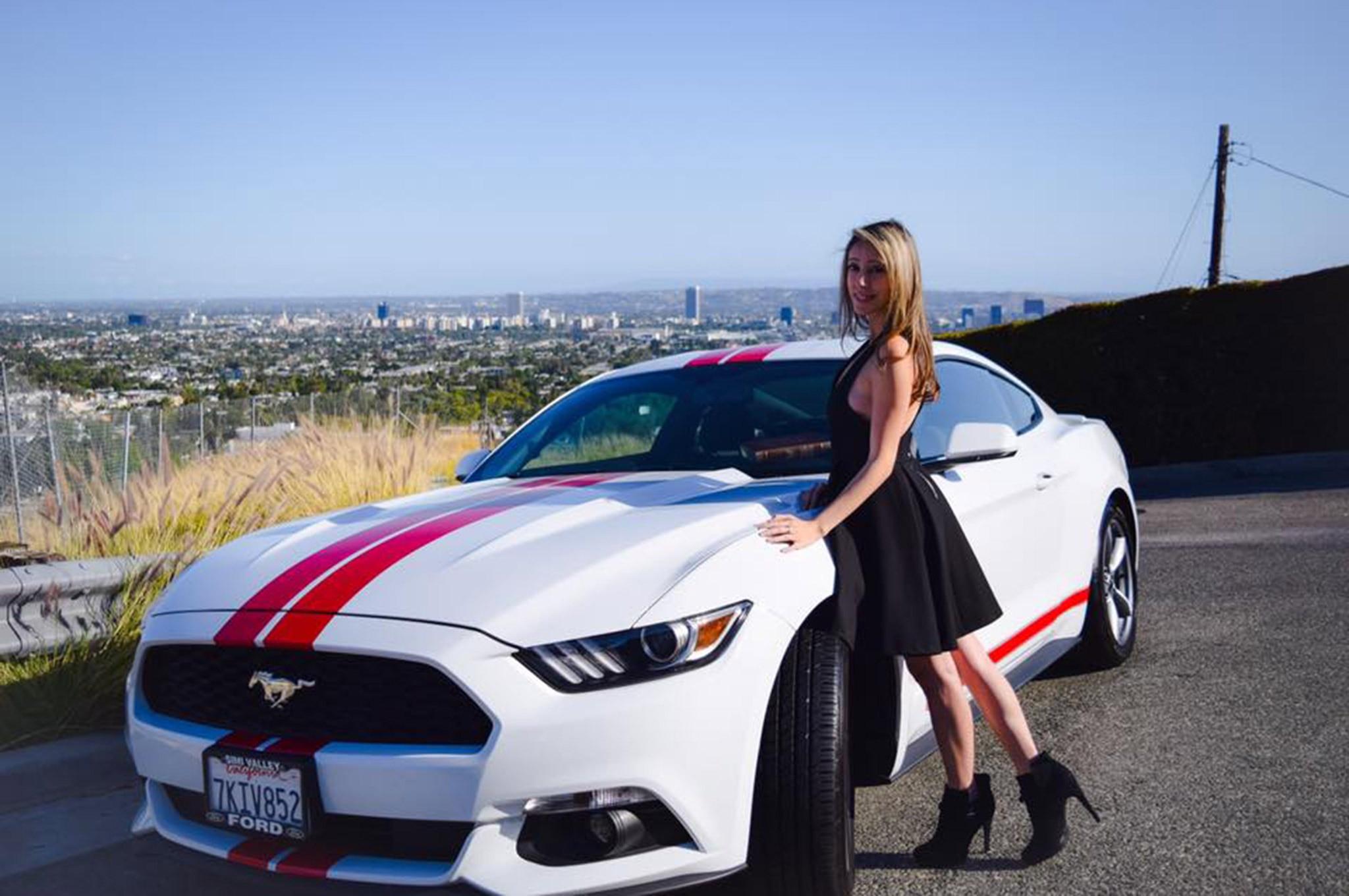 2015 Ford Mustang Mimi Estrada White Red Stripes 001