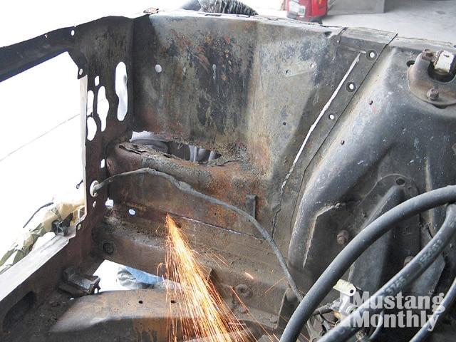 Mump 0903 08 Z Ford Mustang Cutting Fender Apron