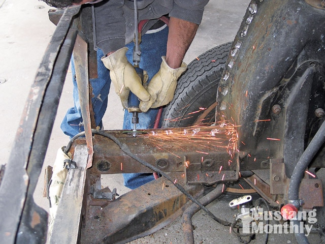 Mump 0903 14 Z Ford Mustang Grind Spot Welds