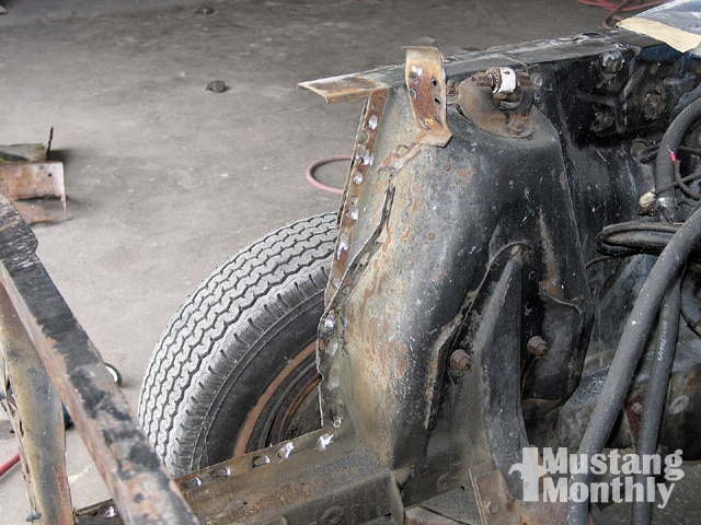 Mump 0903 15 Z Ford Mustang Cut Away Apron Strip