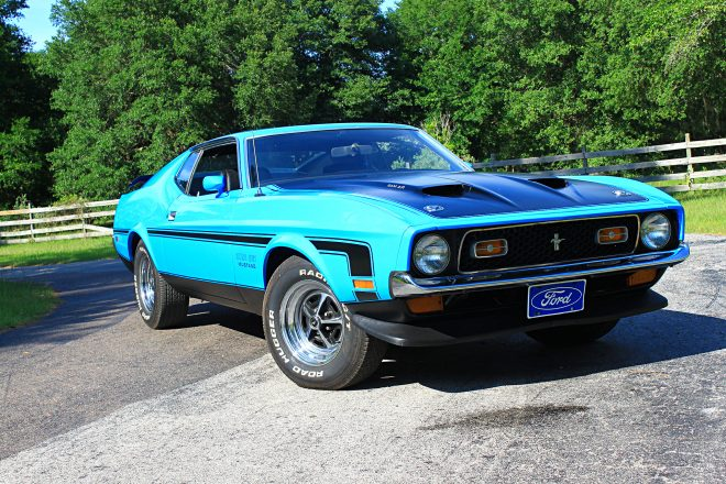33 1971 Ford Mustang Boss 351 Blue Front Three Quarter 660x440