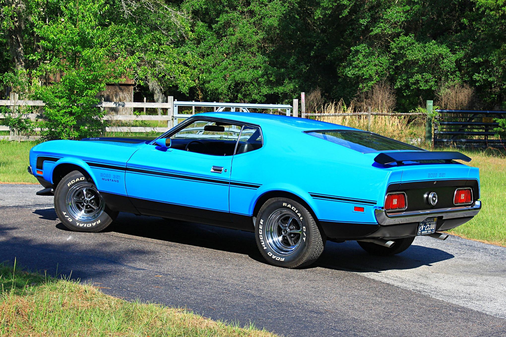 38 1971 Ford Mustang Boss 351 Blue Rear Three Quarter
