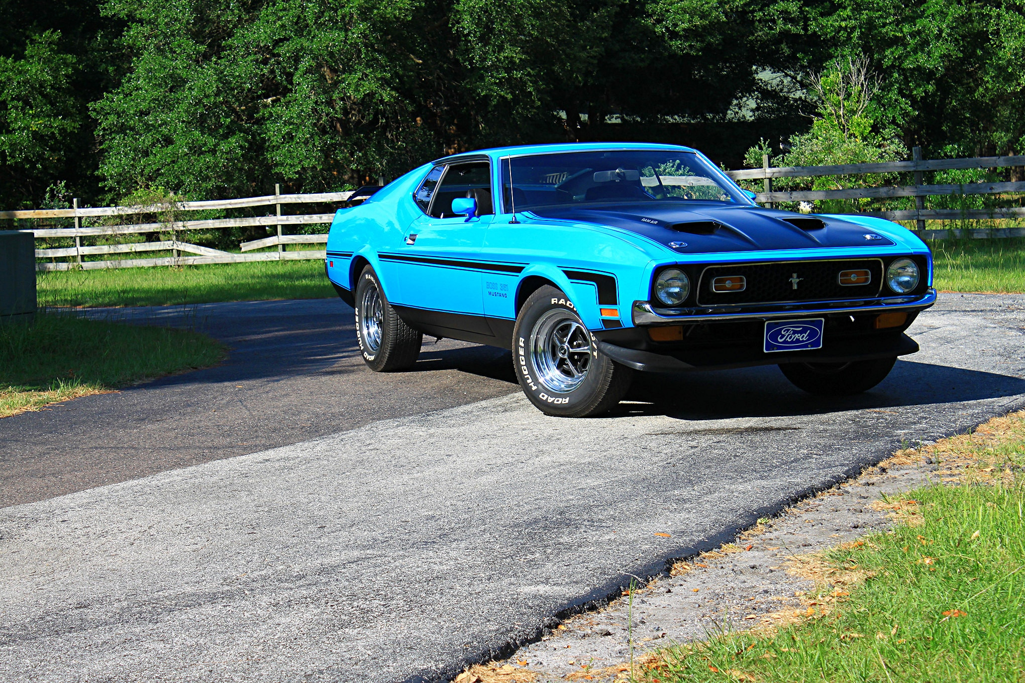37 1971 Ford Mustang Boss 351 Blue Front Three Quarter