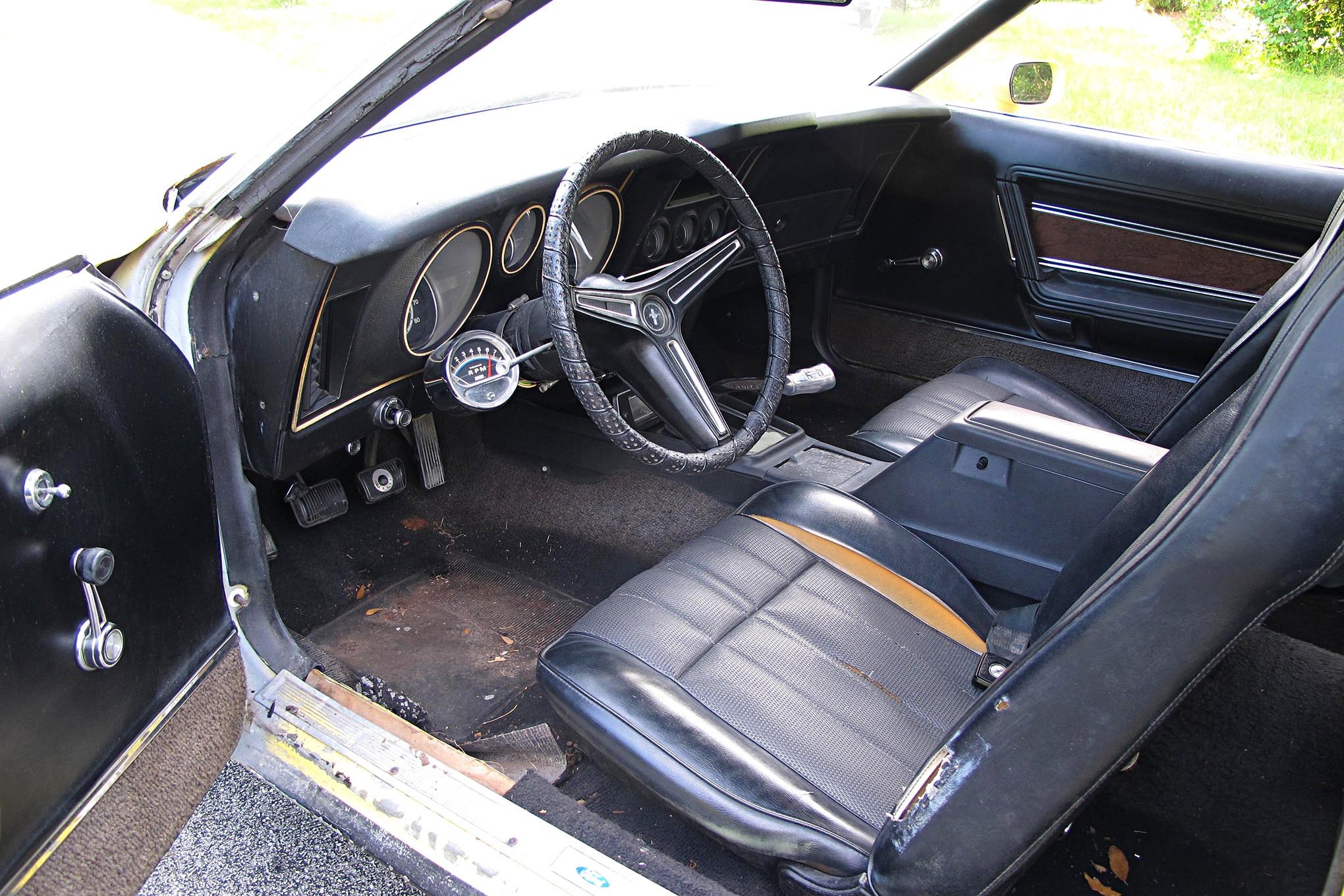 31 1971 Ford Mustang Boss 351 Yellow Interior