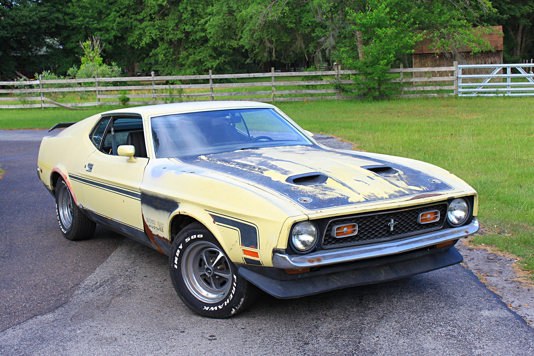 04 1971 Ford Mustang Boss 351 Yellow Front Three Quarter