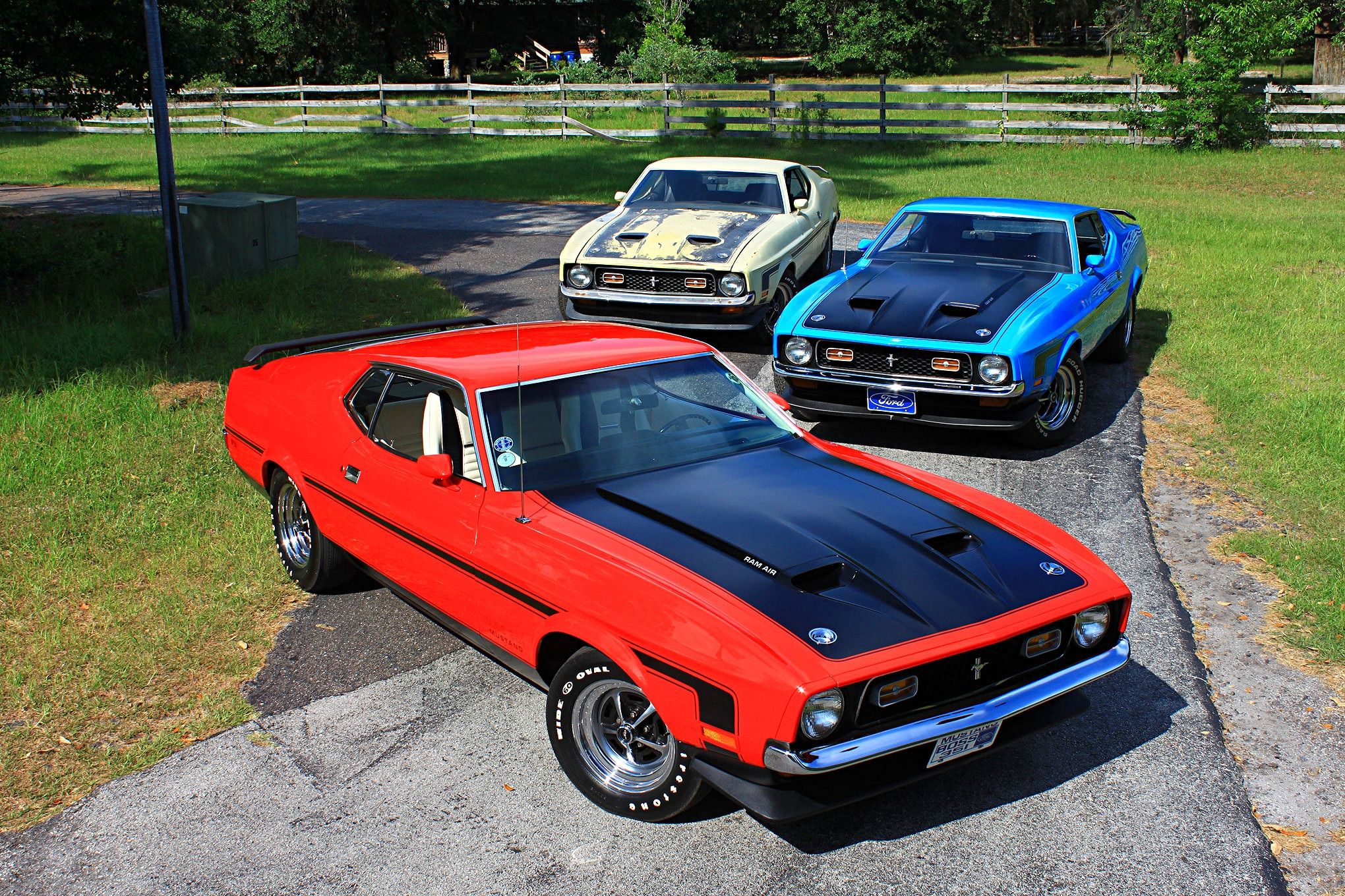 01 3 1971 Ford Mustang Boss 351s Group Shot Alt 2