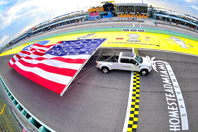 Ford F 450 Guinness Record Flag Pull