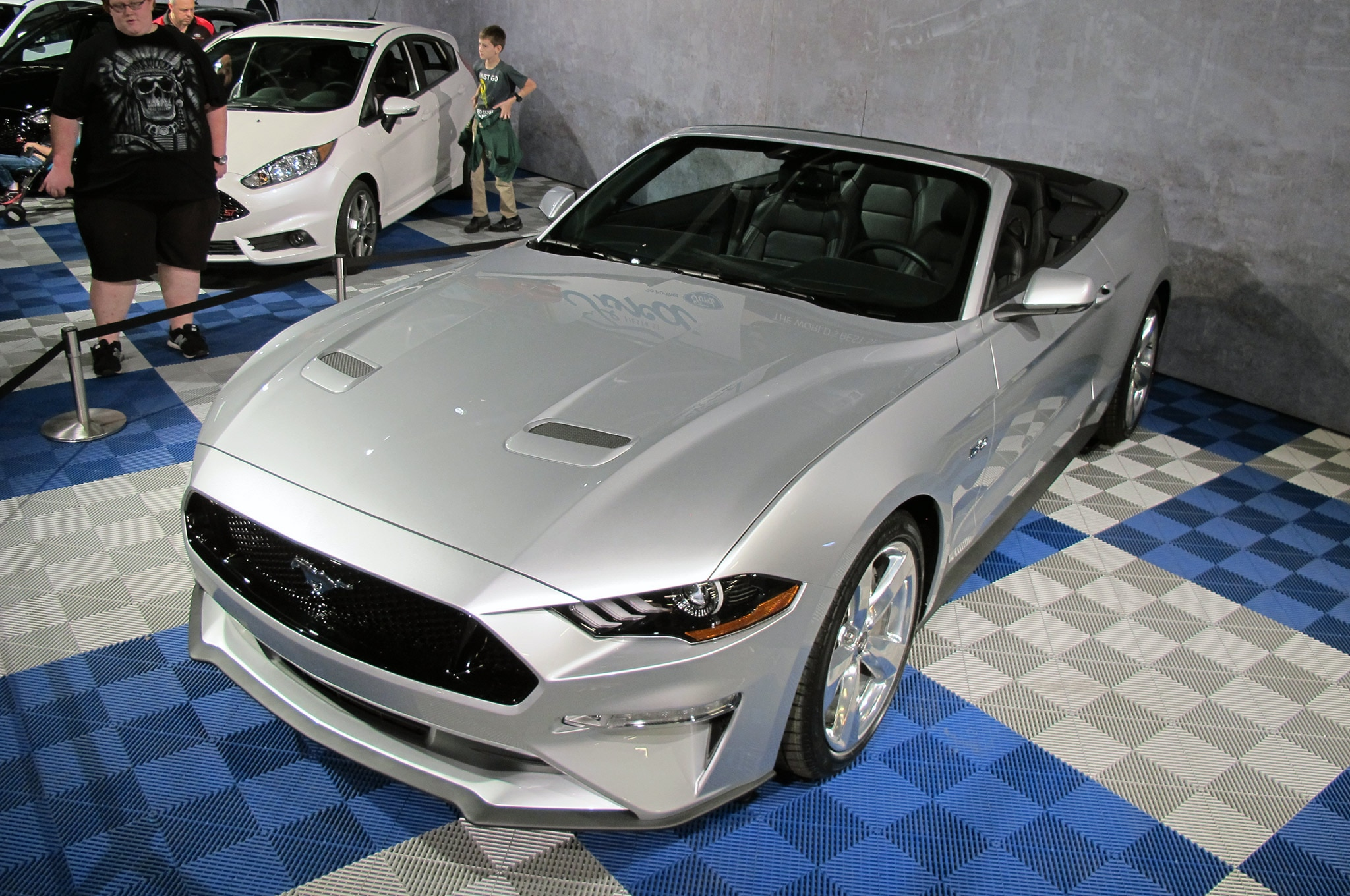 2018 Mustang Convertible Front Three Quarter 001