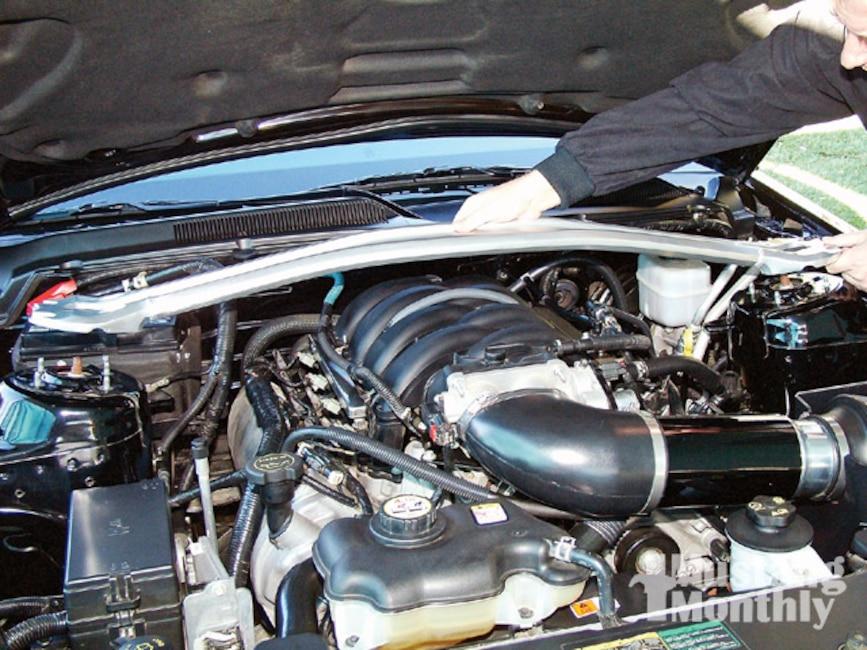 Mump_0909_05_ Install_strut_tower_brace Engine
