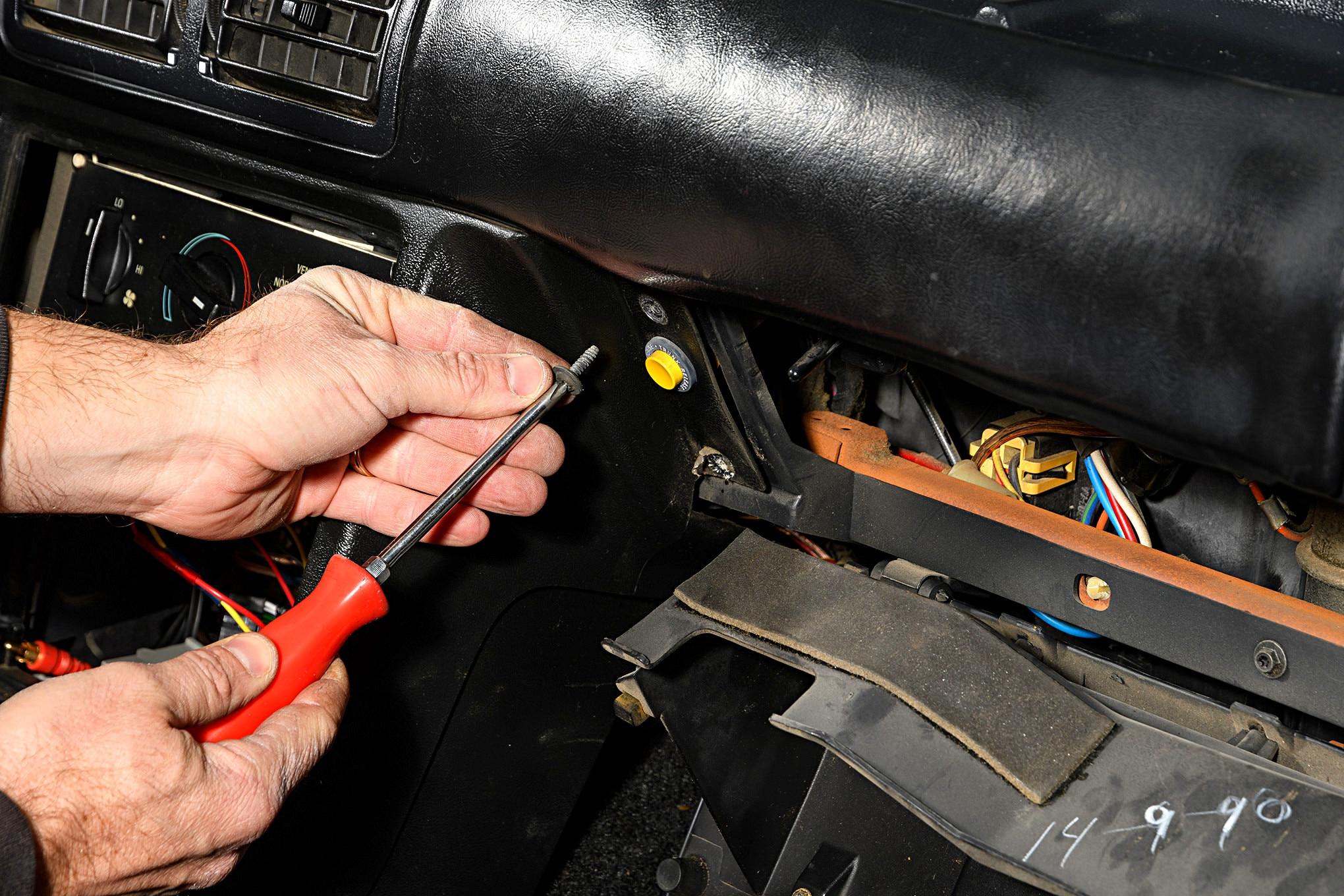 009 Mustang Center Console Glove Box Screw