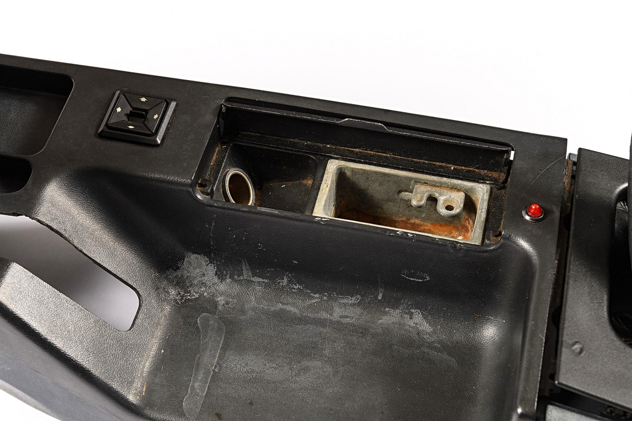 011 Mustang Center Console Broken Ash Tray