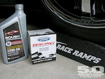 M5lp_1002_07_ Race_ramps Ford_racing_filter_oil