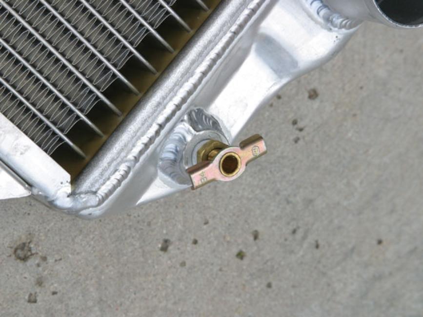 0610_mump_04z Classic_ford_mustang Aluminum_radiator_drain
