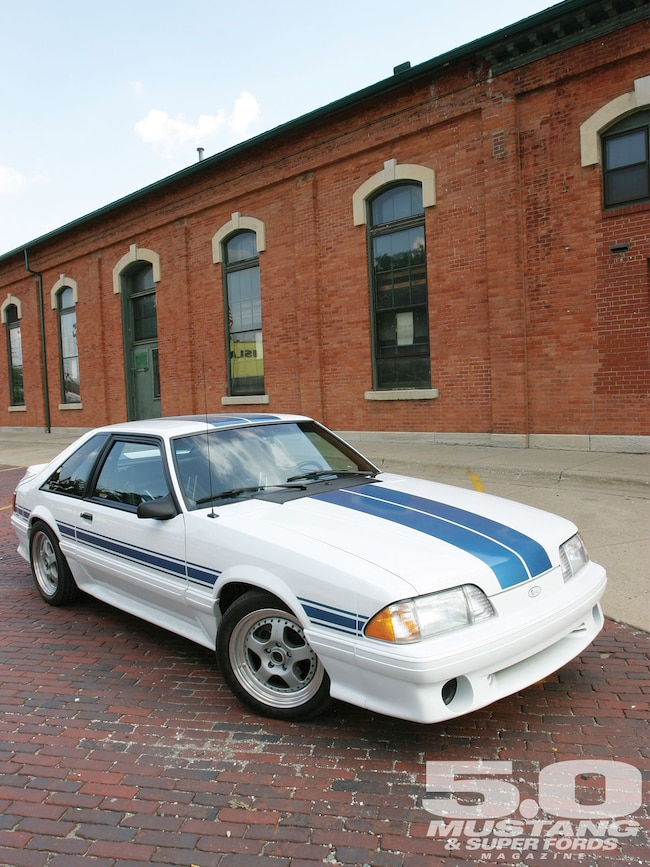 M5lp 1103 02  1992 Saac Ford Mustang  Right Front Quarter