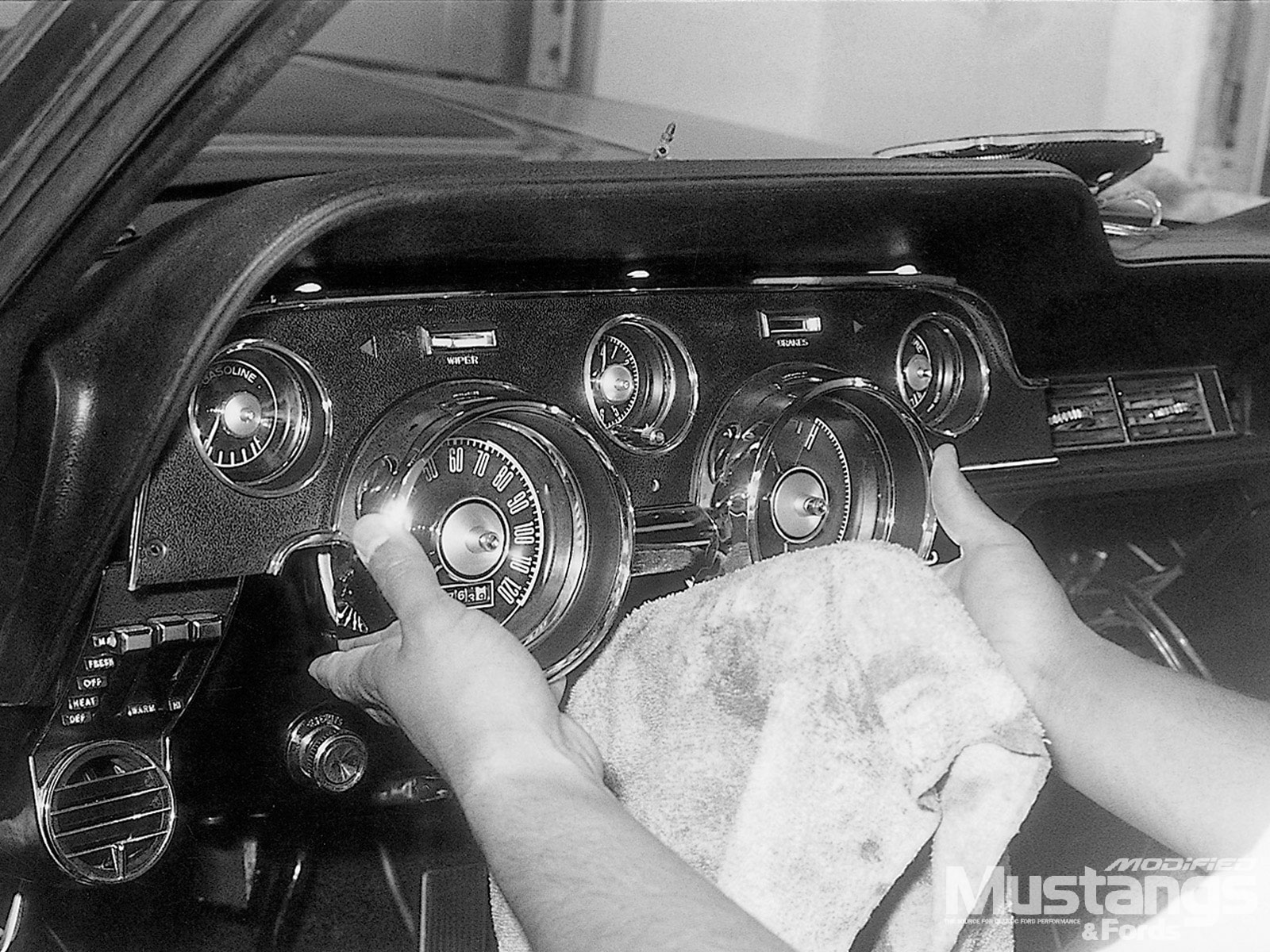 Inside Scoop Tm1 Headliner  Installing Dials