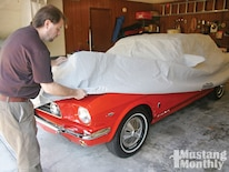 Mump_1103_01_o How_to_choose_a_car_cover Car_cover