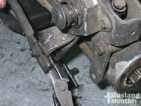 Mump_1104_03_o Fixing_a_manual_shifter