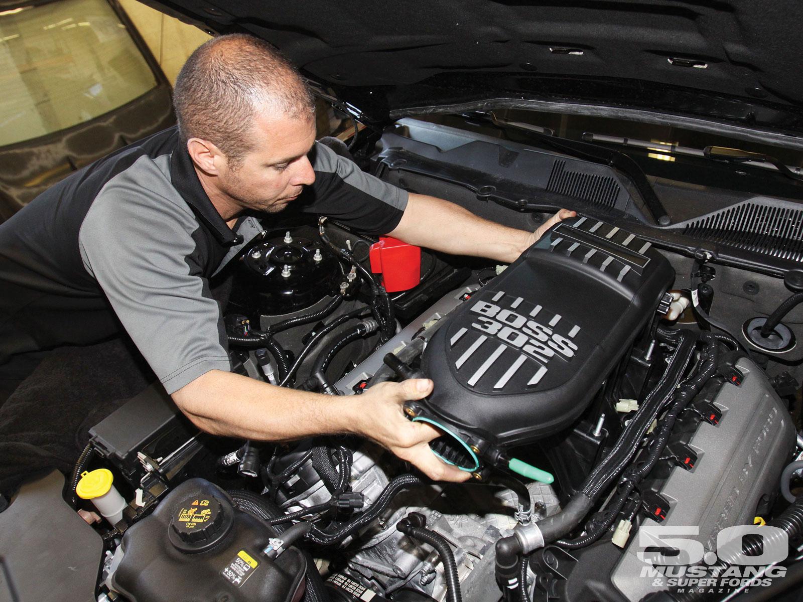 M5lp 1106 08 O 2012 Boss 302 Intake Test Boss Intake Install