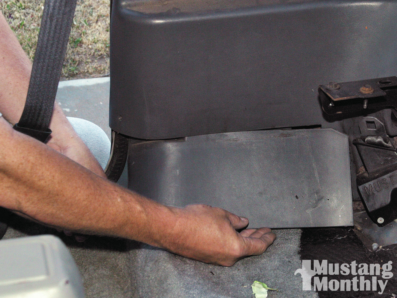 Mump 1109 How To Replace Fox Body Carpet 007