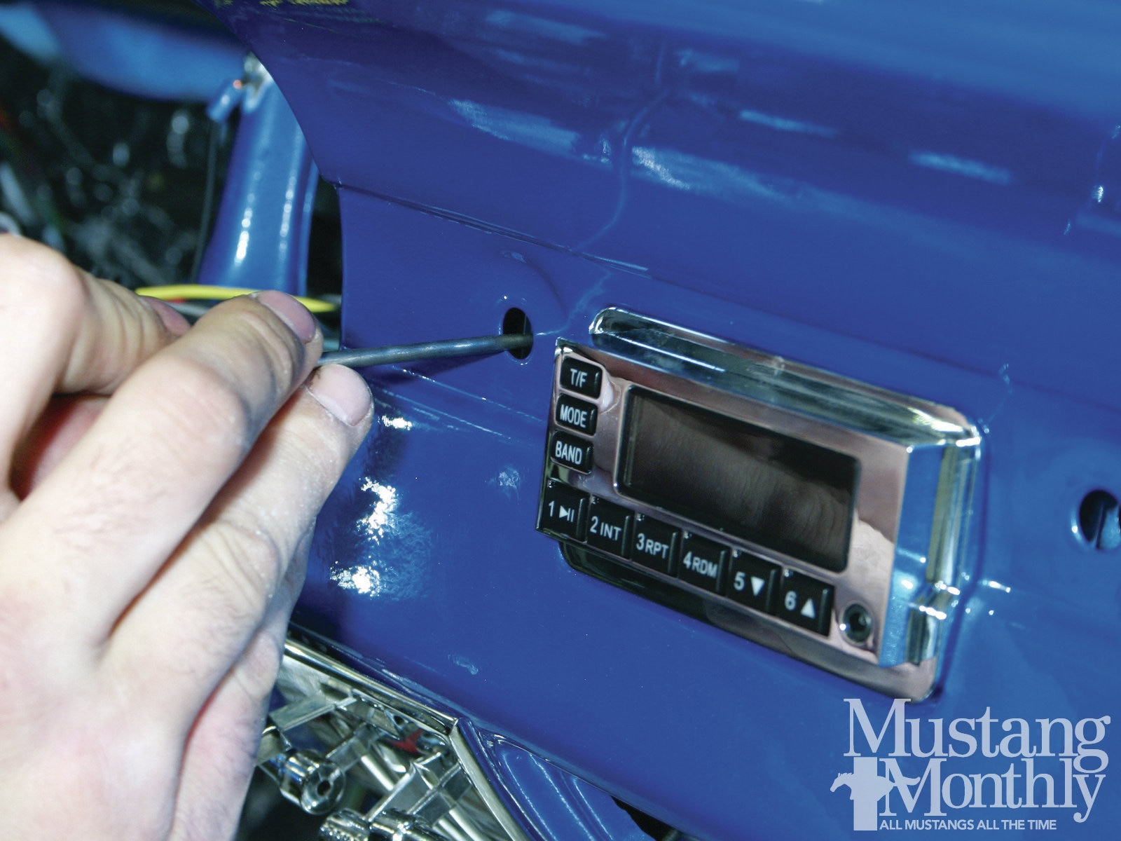 Mump 1201 How To Install A High Tech Sound System 004