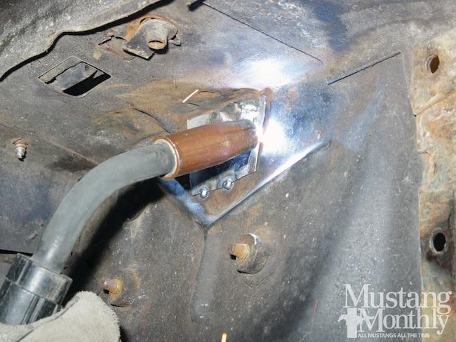 Mump 1202 How To Hood Hinge Nut Plates 000