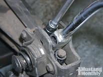 Mump_1104_04_o Fixing_a_manual_shifter Shifter_handle_removal