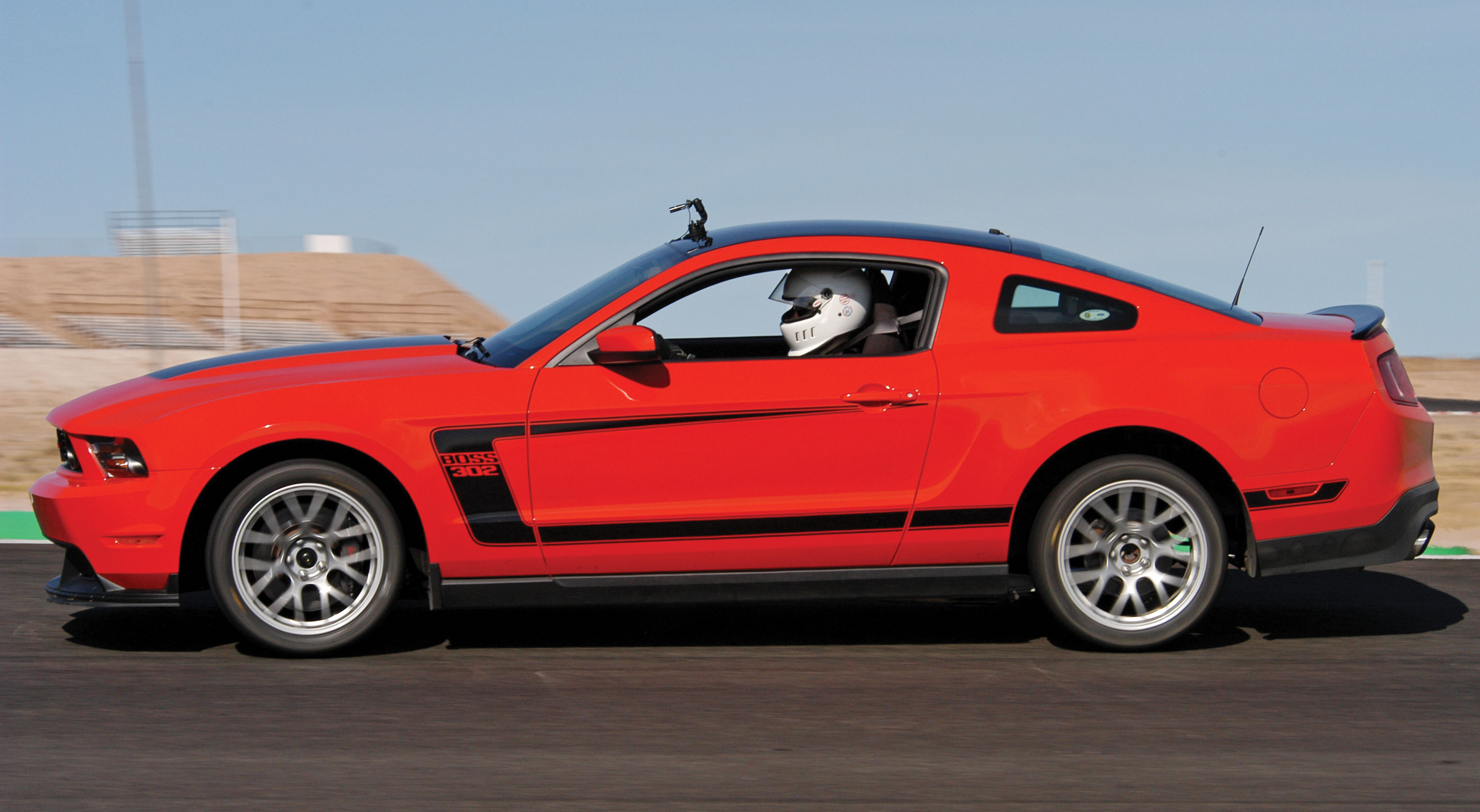 M5lp 1204 01 Ford Mustang Boss 302 Vs 302s 302 Side View