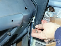 Mump_1206_005_replace_a_mustang_dashpad_