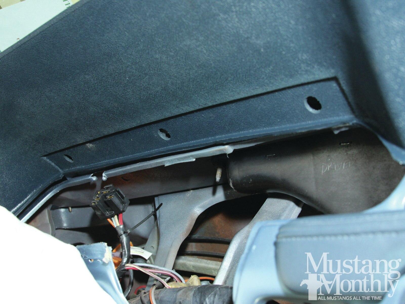 Mump 1206 014 Replace A Mustang Dashpad