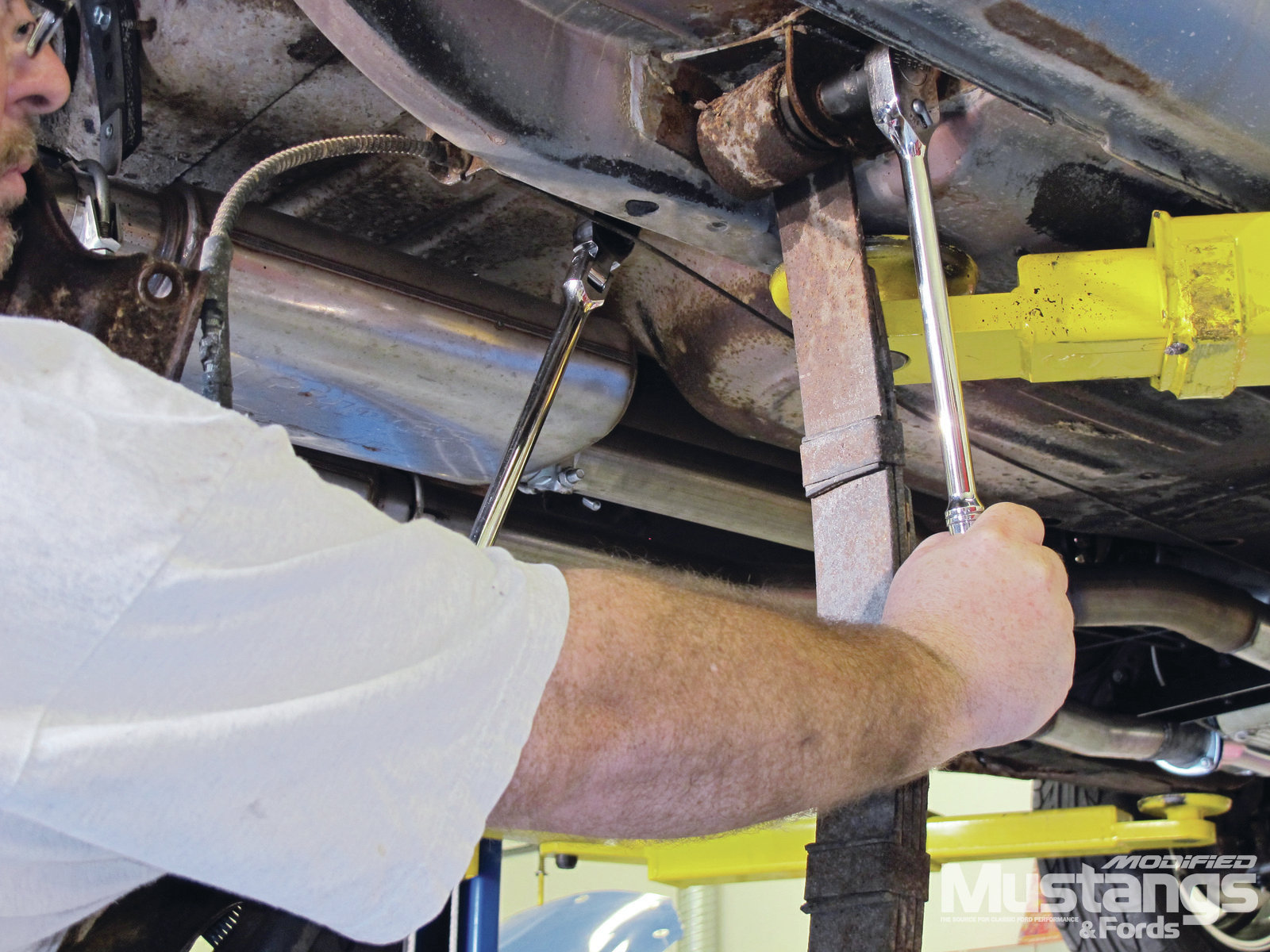 Total Control Products Leaf Spring Install Shackle